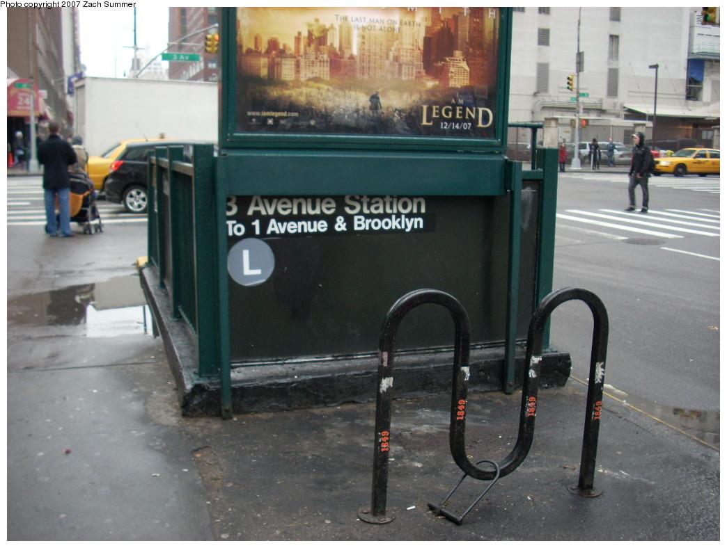 (230k, 1044x788)<br><b>Country:</b> United States<br><b>City:</b> New York<br><b>System:</b> New York City Transit<br><b>Line:</b> BMT Canarsie Line<br><b>Location:</b> 3rd Avenue<br><b>Photo by:</b> Zach Summer<br><b>Date:</b> 12/10/2007<br><b>Notes:</b> Station entrance.<br><b>Viewed (this week/total):</b> 2 / 3276
