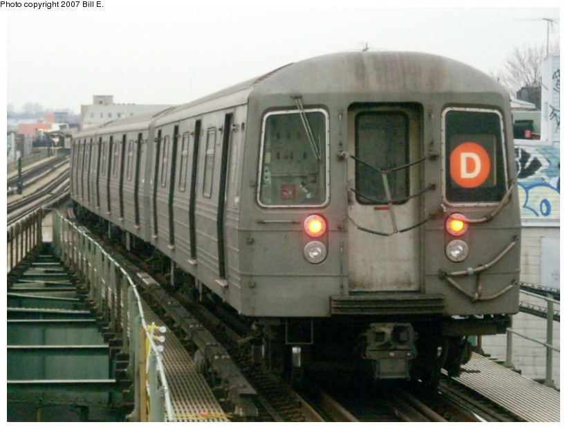 (155k, 820x620)<br><b>Country:</b> United States<br><b>City:</b> New York<br><b>System:</b> New York City Transit<br><b>Line:</b> BMT West End Line<br><b>Location:</b> 62nd Street<br><b>Route:</b> D<br><b>Car:</b> R-68 (Westinghouse-Amrail, 1986-1988)  <br><b>Photo by:</b> Bill E.<br><b>Date:</b> 12/22/2007<br><b>Viewed (this week/total):</b> 0 / 2007