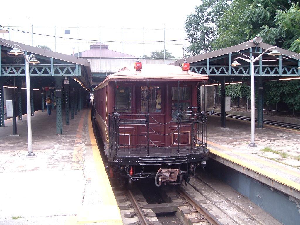 (145k, 1024x768)<br><b>Country:</b> United States<br><b>City:</b> New York<br><b>System:</b> New York City Transit<br><b>Line:</b> BMT West End Line<br><b>Location:</b> 9th Avenue<br><b>Route:</b> Fan Trip<br><b>Car:</b> BMT Elevated Gate Car 1404 <br><b>Photo by:</b> Chris Reidy<br><b>Date:</b> 7/18/2004<br><b>Viewed (this week/total):</b> 0 / 2016