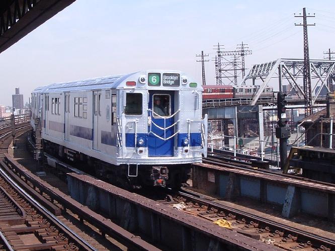 (72k, 666x500)<br><b>Country:</b> United States<br><b>City:</b> New York<br><b>System:</b> New York City Transit<br><b>Line:</b> IRT Pelham Line<br><b>Location:</b> Whitlock Avenue<br><b>Route:</b> Fan Trip<br><b>Car:</b> R-33 Main Line (St. Louis, 1962-63) 9206 <br><b>Photo by:</b> Chris Reidy<br><b>Date:</b> 4/17/2004<br><b>Viewed (this week/total):</b> 1 / 2573