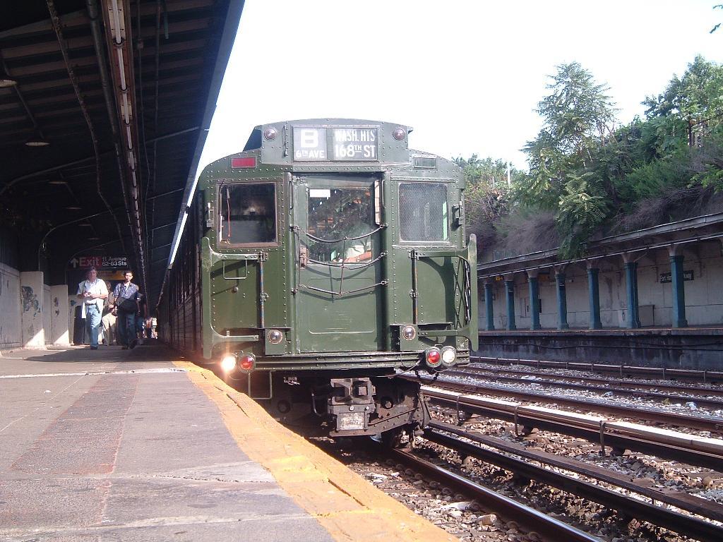 (160k, 1024x768)<br><b>Country:</b> United States<br><b>City:</b> New York<br><b>System:</b> New York City Transit<br><b>Line:</b> BMT Sea Beach Line<br><b>Location:</b> Fort Hamilton Parkway<br><b>Route:</b> Fan Trip<br><b>Car:</b> R-4 (American Car & Foundry, 1932-1933) 484 <br><b>Photo by:</b> Chris Reidy<br><b>Date:</b> 7/25/2004<br><b>Viewed (this week/total):</b> 3 / 1878