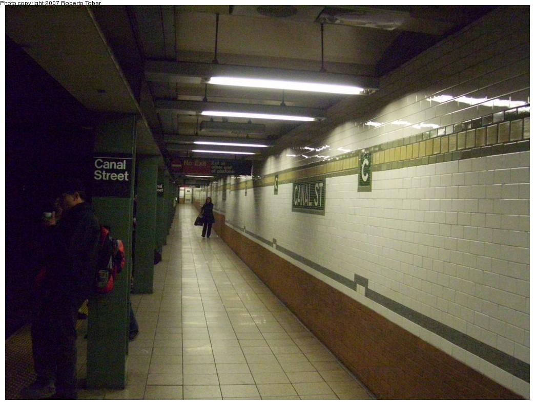 (202k, 1044x791)<br><b>Country:</b> United States<br><b>City:</b> New York<br><b>System:</b> New York City Transit<br><b>Line:</b> IRT East Side Line<br><b>Location:</b> Canal Street<br><b>Photo by:</b> Roberto C. Tobar<br><b>Date:</b> 12/28/2007<br><b>Viewed (this week/total):</b> 1 / 2245