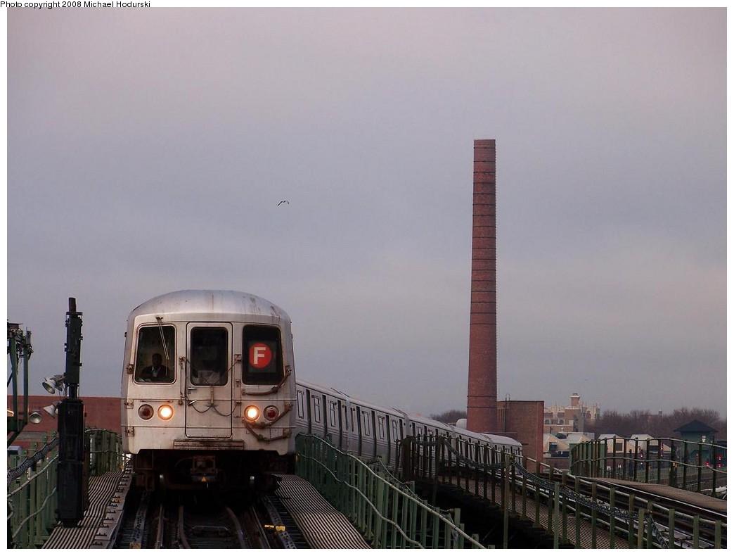 (148k, 1044x790)<br><b>Country:</b> United States<br><b>City:</b> New York<br><b>System:</b> New York City Transit<br><b>Line:</b> BMT Culver Line<br><b>Location:</b> Neptune Avenue<br><b>Route:</b> F<br><b>Car:</b> R-46 (Pullman-Standard, 1974-75)  <br><b>Photo by:</b> Michael Hodurski<br><b>Date:</b> 12/16/2007<br><b>Viewed (this week/total):</b> 1 / 2094