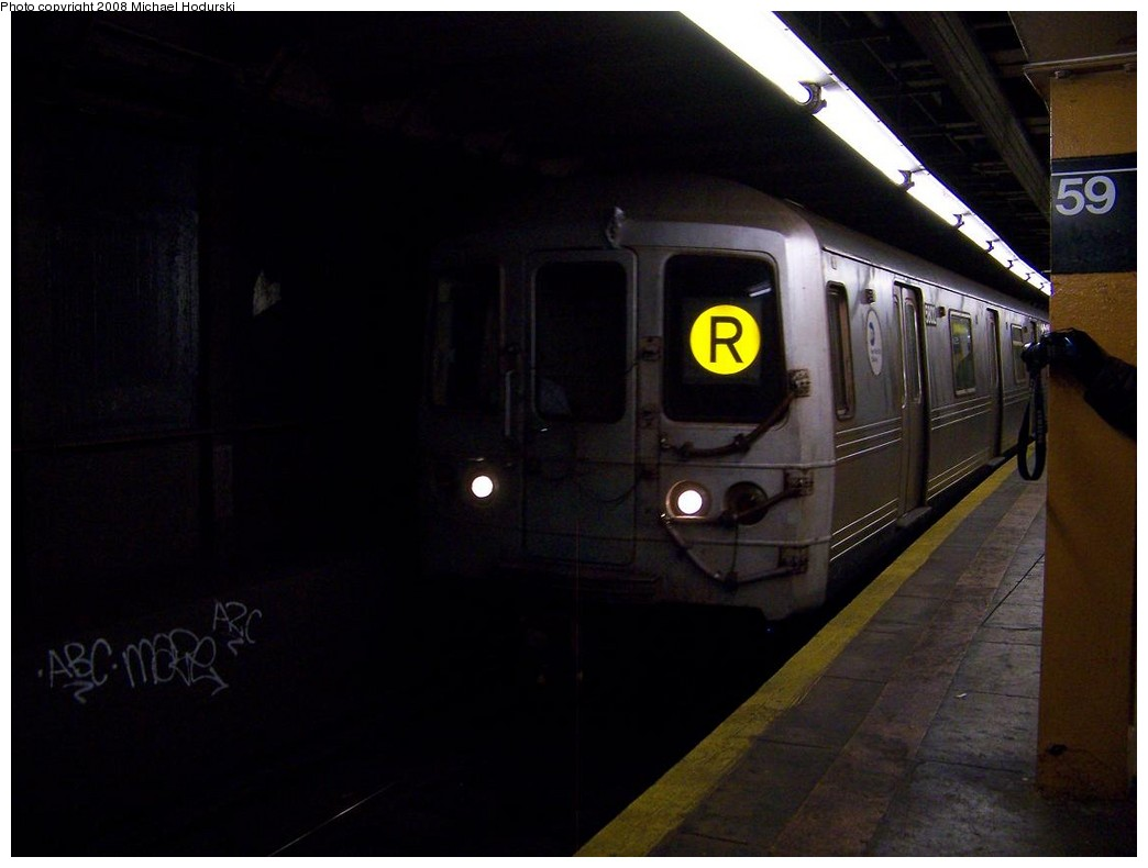 (134k, 1044x790)<br><b>Country:</b> United States<br><b>City:</b> New York<br><b>System:</b> New York City Transit<br><b>Line:</b> BMT Broadway Line<br><b>Location:</b> Lexington Avenue (59th Street)<br><b>Route:</b> R<br><b>Car:</b> R-46 (Pullman-Standard, 1974-75) 5802 <br><b>Photo by:</b> Michael Hodurski<br><b>Date:</b> 12/16/2007<br><b>Viewed (this week/total):</b> 4 / 3801