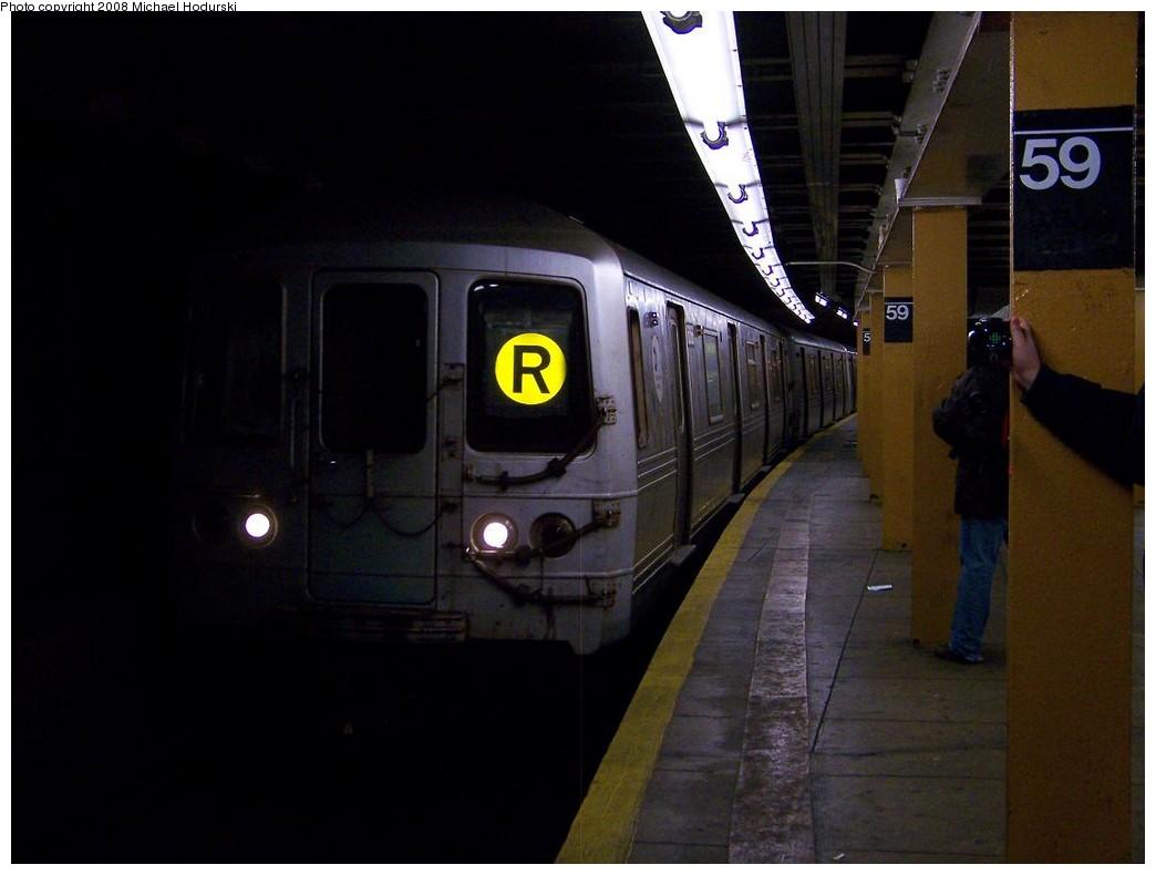 (138k, 1044x790)<br><b>Country:</b> United States<br><b>City:</b> New York<br><b>System:</b> New York City Transit<br><b>Line:</b> BMT Broadway Line<br><b>Location:</b> Lexington Avenue (59th Street)<br><b>Route:</b> R<br><b>Car:</b> R-46 (Pullman-Standard, 1974-75) 6066 <br><b>Photo by:</b> Michael Hodurski<br><b>Date:</b> 12/16/2007<br><b>Viewed (this week/total):</b> 2 / 4137