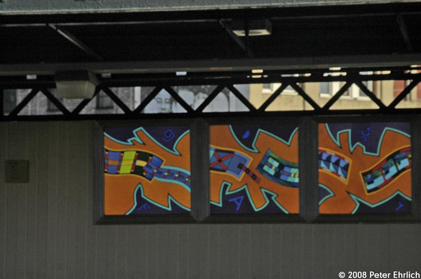 (152k, 864x574)<br><b>Country:</b> United States<br><b>City:</b> New York<br><b>System:</b> New York City Transit<br><b>Line:</b> BMT Nassau Street-Jamaica Line<br><b>Location:</b> Flushing Avenue<br><b>Photo by:</b> Peter Ehrlich<br><b>Date:</b> 1/3/2008<br><b>Artwork:</b> <i>Migrations</i>, Robin Holder, 2006<br><b>Notes:</b> Artwork at Flushing Avenue.<br><b>Viewed (this week/total):</b> 2 / 2281