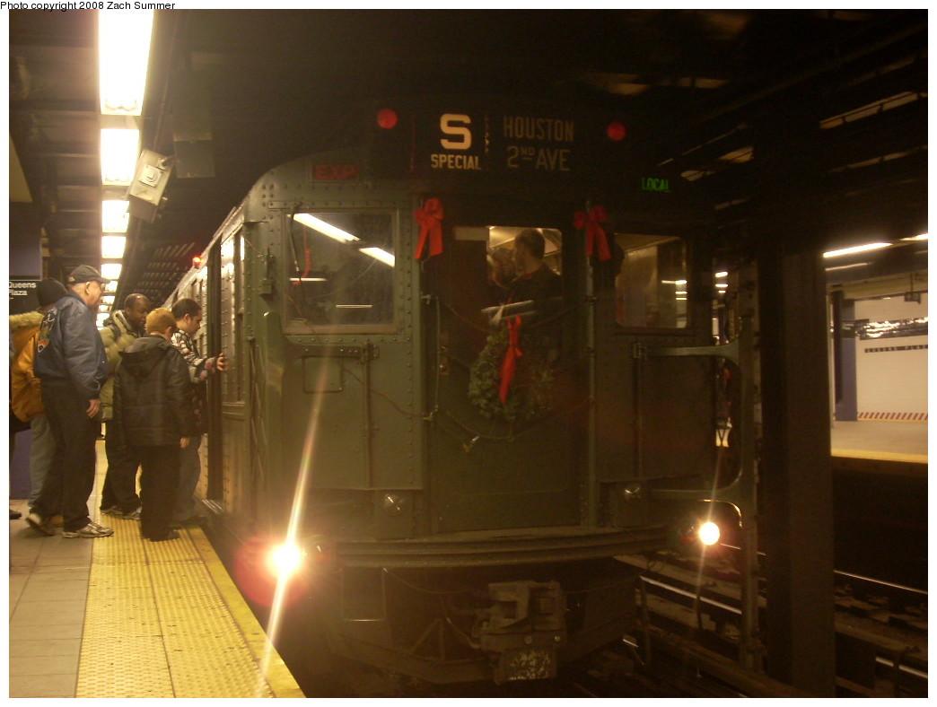 (201k, 1044x788)<br><b>Country:</b> United States<br><b>City:</b> New York<br><b>System:</b> New York City Transit<br><b>Line:</b> IND Queens Boulevard Line<br><b>Location:</b> Queens Plaza<br><b>Route:</b> Museum Train Service (V)<br><b>Car:</b> R-1 (American Car & Foundry, 1930-1931) 100 <br><b>Photo by:</b> Zach Summer<br><b>Date:</b> 12/16/2007<br><b>Notes:</b> Nostalgia train service.<br><b>Viewed (this week/total):</b> 2 / 2287