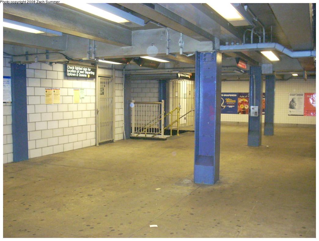 (247k, 1044x788)<br><b>Country:</b> United States<br><b>City:</b> New York<br><b>System:</b> New York City Transit<br><b>Line:</b> IND 6th Avenue Line<br><b>Location:</b> 2nd Avenue<br><b>Photo by:</b> Zach Summer<br><b>Date:</b> 12/16/2007<br><b>Notes:</b> Mezzanine level.<br><b>Viewed (this week/total):</b> 3 / 2494