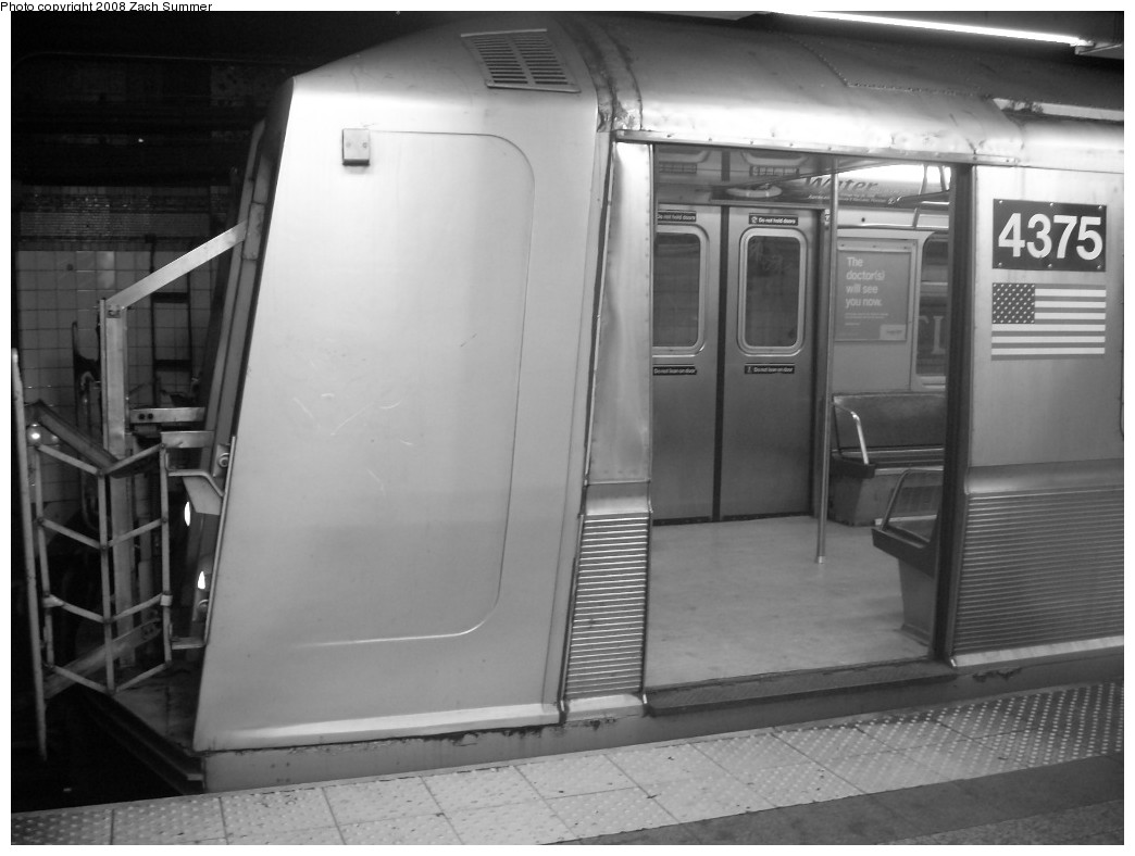 (174k, 1044x788)<br><b>Country:</b> United States<br><b>City:</b> New York<br><b>System:</b> New York City Transit<br><b>Line:</b> BMT Brighton Line<br><b>Location:</b> Atlantic Avenue<br><b>Route:</b> Q<br><b>Car:</b> R-40 (St. Louis, 1968) 4375 <br><b>Photo by:</b> Zach Summer<br><b>Date:</b> 12/16/2007<br><b>Viewed (this week/total):</b> 2 / 3811