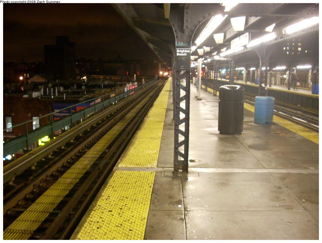 (242k, 1044x788)<br><b>Country:</b> United States<br><b>City:</b> New York<br><b>System:</b> New York City Transit<br><b>Line:</b> BMT Brighton Line<br><b>Location:</b> Brighton Beach<br><b>Photo by:</b> Zach Summer<br><b>Date:</b> 12/16/2007<br><b>Notes:</b> Nighttime station view.<br><b>Viewed (this week/total):</b> 2 / 2122