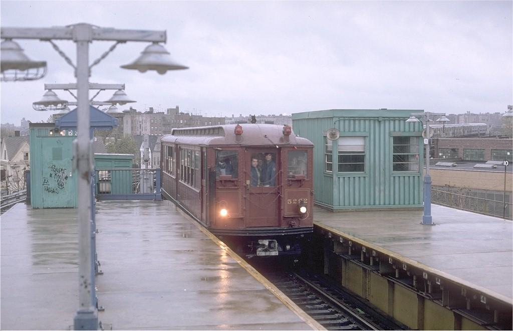 (148k, 1024x660)<br><b>Country:</b> United States<br><b>City:</b> New York<br><b>System:</b> New York City Transit<br><b>Line:</b> IRT White Plains Road Line<br><b>Location:</b> East 180th Street<br><b>Route:</b> Fan Trip<br><b>Car:</b> Low-V (Museum Train) 5292 <br><b>Photo by:</b> Gerald H. Landau<br><b>Collection of:</b> Joe Testagrose<br><b>Date:</b> 11/3/1979<br><b>Viewed (this week/total):</b> 0 / 3897