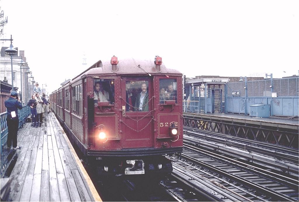(210k, 1024x691)<br><b>Country:</b> United States<br><b>City:</b> New York<br><b>System:</b> New York City Transit<br><b>Line:</b> BMT Nassau Street-Jamaica Line<br><b>Location:</b> Marcy Avenue<br><b>Route:</b> Fan Trip<br><b>Car:</b> Low-V (Museum Train) 5292 <br><b>Photo by:</b> Gerald H. Landau<br><b>Collection of:</b> Joe Testagrose<br><b>Date:</b> 5/12/1979<br><b>Viewed (this week/total):</b> 0 / 3788