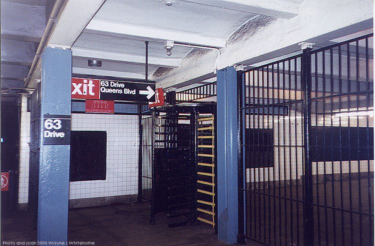 (123k, 750x492)<br><b>Country:</b> United States<br><b>City:</b> New York<br><b>System:</b> New York City Transit<br><b>Line:</b> IND Queens Boulevard Line<br><b>Location:</b> 63rd Drive/Rego Park<br><b>Photo by:</b> Wayne Whitehorne<br><b>Date:</b> 1/8/2000<br><b>Notes:</b> High exit iron maiden<br><b>Viewed (this week/total):</b> 0 / 29867
