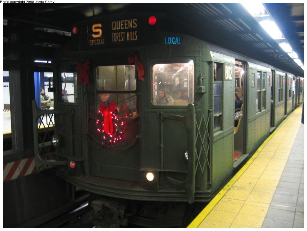 (168k, 1044x788)<br><b>Country:</b> United States<br><b>City:</b> New York<br><b>System:</b> New York City Transit<br><b>Line:</b> IND Queens Boulevard Line<br><b>Location:</b> Queens Plaza<br><b>Route:</b> Museum Train Service (V)<br><b>Car:</b> R-9 (Pressed Steel, 1940) 1802 <br><b>Photo by:</b> Jorge Catayi<br><b>Date:</b> 12/2/2007<br><b>Viewed (this week/total):</b> 2 / 1801