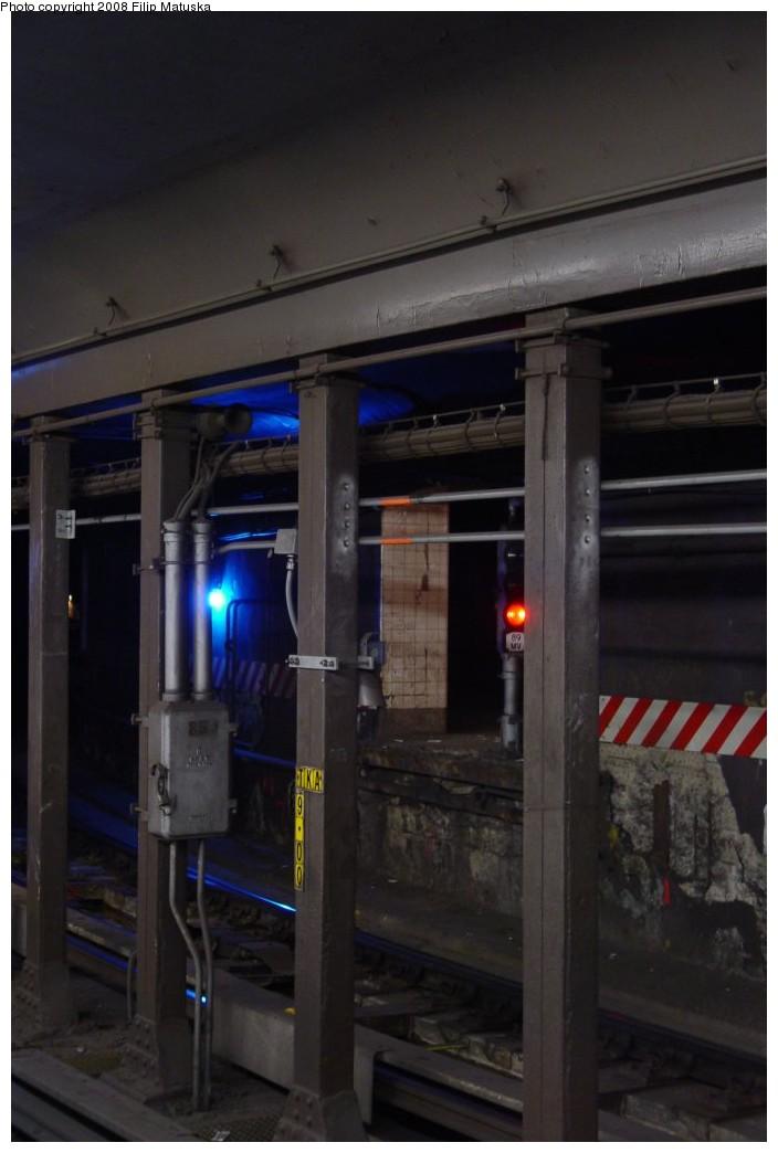 (123k, 704x1044)<br><b>Country:</b> United States<br><b>City:</b> New York<br><b>System:</b> New York City Transit<br><b>Line:</b> IRT West Side Line<br><b>Location:</b> South Ferry (Inner Loop Station)<br><b>Photo by:</b> Filip Matuska<br><b>Date:</b> 6/6/2007<br><b>Notes:</b> View from outer loop to inner loop platform.<br><b>Viewed (this week/total):</b> 0 / 6599