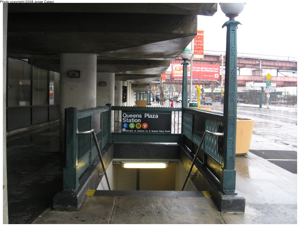 (197k, 1044x788)<br><b>Country:</b> United States<br><b>City:</b> New York<br><b>System:</b> New York City Transit<br><b>Line:</b> IND Queens Boulevard Line<br><b>Location:</b> Queens Plaza<br><b>Photo by:</b> Jorge Catayi<br><b>Date:</b> 12/16/2007<br><b>Notes:</b> Station entrance.<br><b>Viewed (this week/total):</b> 2 / 2994