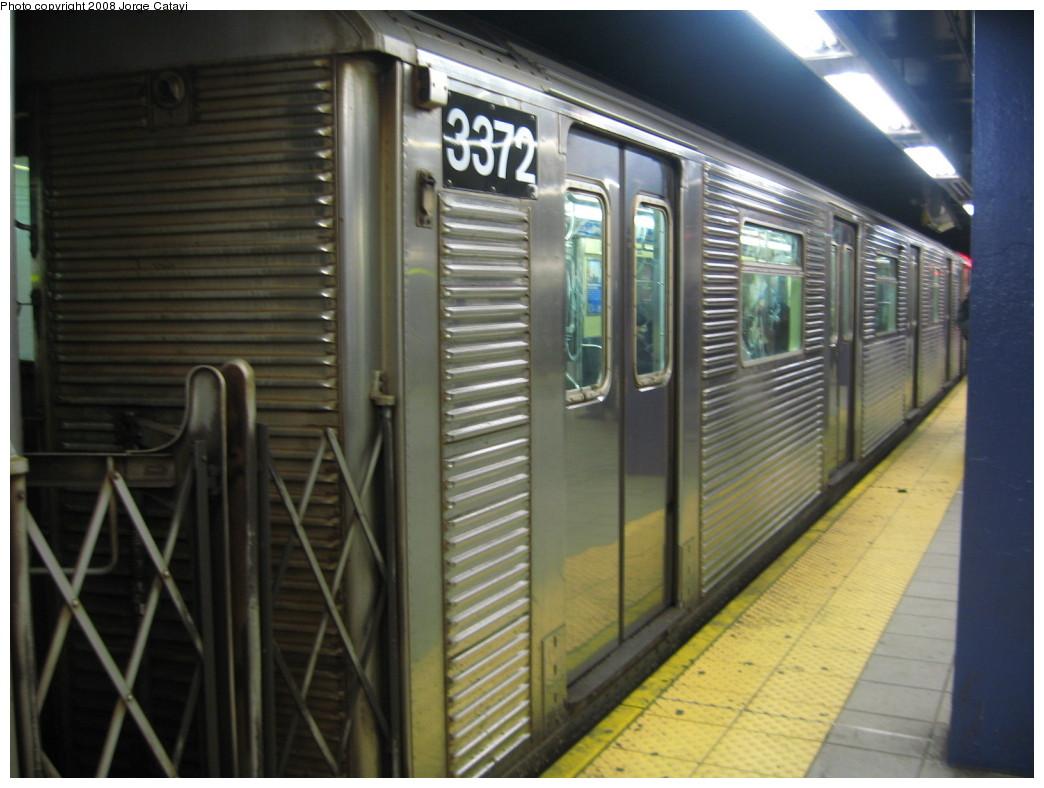 (187k, 1044x788)<br><b>Country:</b> United States<br><b>City:</b> New York<br><b>System:</b> New York City Transit<br><b>Line:</b> IND Queens Boulevard Line<br><b>Location:</b> Queens Plaza<br><b>Route:</b> E<br><b>Car:</b> R-32 (Budd, 1964) 3372 <br><b>Photo by:</b> Jorge Catayi<br><b>Date:</b> 12/2/2007<br><b>Viewed (this week/total):</b> 2 / 2401