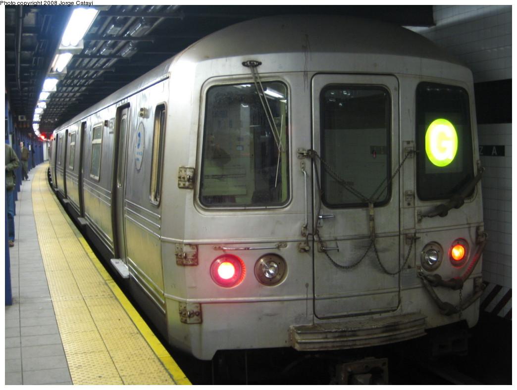 (176k, 1044x788)<br><b>Country:</b> United States<br><b>City:</b> New York<br><b>System:</b> New York City Transit<br><b>Line:</b> IND Queens Boulevard Line<br><b>Location:</b> Queens Plaza<br><b>Route:</b> G<br><b>Car:</b> R-46 (Pullman-Standard, 1974-75) 5534 <br><b>Photo by:</b> Jorge Catayi<br><b>Date:</b> 12/2/2007<br><b>Viewed (this week/total):</b> 1 / 1748