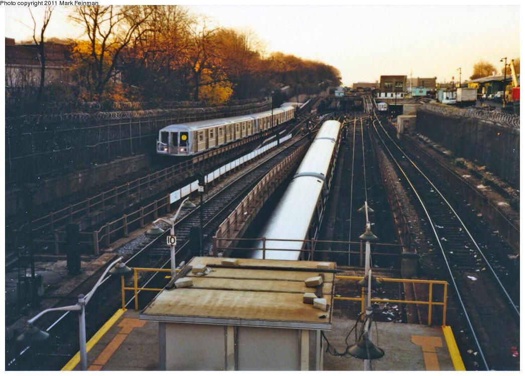 (384k, 1044x749)<br><b>Country:</b> United States<br><b>City:</b> New York<br><b>System:</b> New York City Transit<br><b>Line:</b> BMT West End Line<br><b>Location:</b> 9th Avenue<br><b>Route:</b> B<br><b>Car:</b> R-40 (St. Louis, 1968)  <br><b>Photo by:</b> Mark S. Feinman<br><b>Date:</b> 11/22/1989<br><b>Viewed (this week/total):</b> 6 / 2446