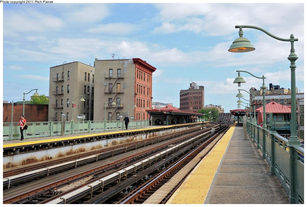 (285k, 1044x703)<br><b>Country:</b> United States<br><b>City:</b> New York<br><b>System:</b> New York City Transit<br><b>Line:</b> IRT White Plains Road Line<br><b>Location:</b> Simpson Street<br><b>Photo by:</b> Richard Panse<br><b>Date:</b> 9/11/2011<br><b>Viewed (this week/total):</b> 0 / 1134