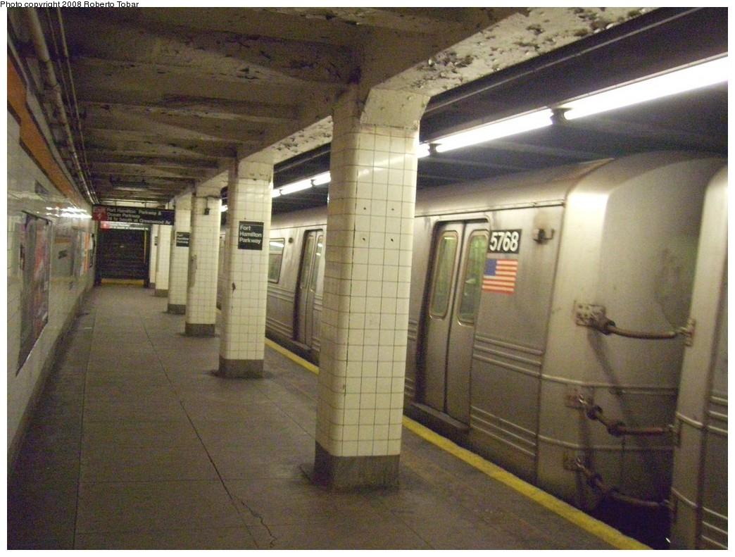 (221k, 1044x791)<br><b>Country:</b> United States<br><b>City:</b> New York<br><b>System:</b> New York City Transit<br><b>Line:</b> IND Crosstown Line<br><b>Location:</b> Fort Hamilton Parkway<br><b>Route:</b> F<br><b>Car:</b> R-46 (Pullman-Standard, 1974-75) 5768 <br><b>Photo by:</b> Roberto C. Tobar<br><b>Date:</b> 3/22/2008<br><b>Viewed (this week/total):</b> 2 / 2549