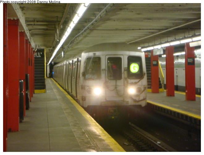 (88k, 660x500)<br><b>Country:</b> United States<br><b>City:</b> New York<br><b>System:</b> New York City Transit<br><b>Line:</b> IND Crosstown Line<br><b>Location:</b> Bedford/Nostrand Aves.<br><b>Route:</b> G<br><b>Car:</b> R-46 (Pullman-Standard, 1974-75)  <br><b>Photo by:</b> Danny Molina<br><b>Date:</b> 2/15/2008<br><b>Viewed (this week/total):</b> 0 / 3599