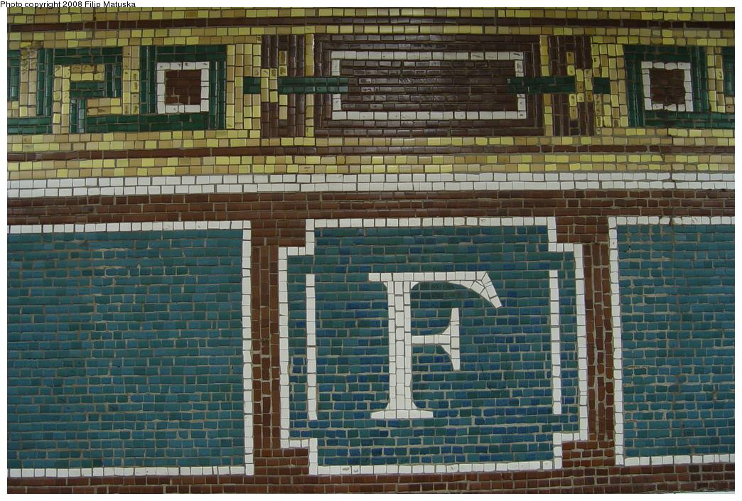 (279k, 1044x705)<br><b>Country:</b> United States<br><b>City:</b> New York<br><b>System:</b> New York City Transit<br><b>Line:</b> BMT Nassau Street-Jamaica Line<br><b>Location:</b> Fulton Street<br><b>Photo by:</b> Filip Matuska<br><b>Date:</b> 6/7/2007<br><b>Viewed (this week/total):</b> 0 / 2070