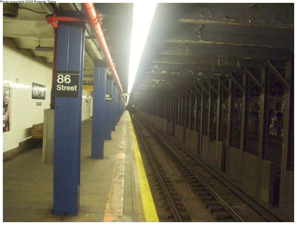 (197k, 1044x791)<br><b>Country:</b> United States<br><b>City:</b> New York<br><b>System:</b> New York City Transit<br><b>Line:</b> IND 8th Avenue Line<br><b>Location:</b> 86th Street<br><b>Photo by:</b> Roberto C. Tobar<br><b>Date:</b> 5/17/2008<br><b>Viewed (this week/total):</b> 3 / 3081