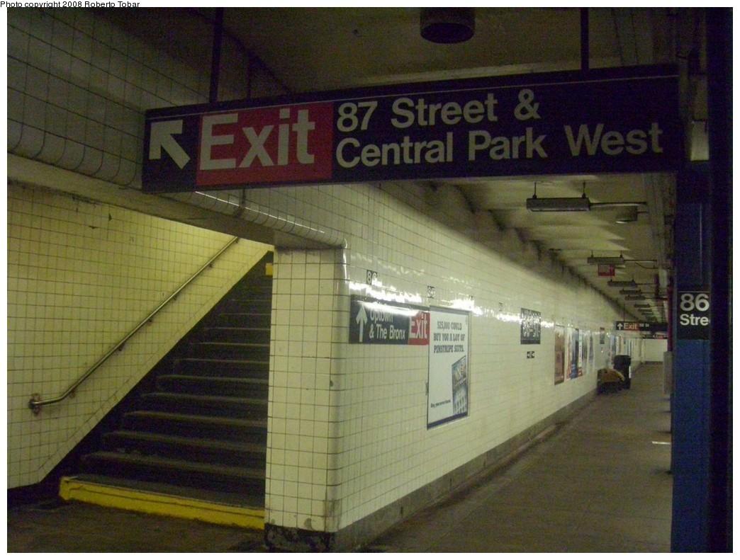 (208k, 1044x791)<br><b>Country:</b> United States<br><b>City:</b> New York<br><b>System:</b> New York City Transit<br><b>Line:</b> IND 8th Avenue Line<br><b>Location:</b> 86th Street<br><b>Photo by:</b> Roberto C. Tobar<br><b>Date:</b> 5/17/2008<br><b>Viewed (this week/total):</b> 1 / 2890