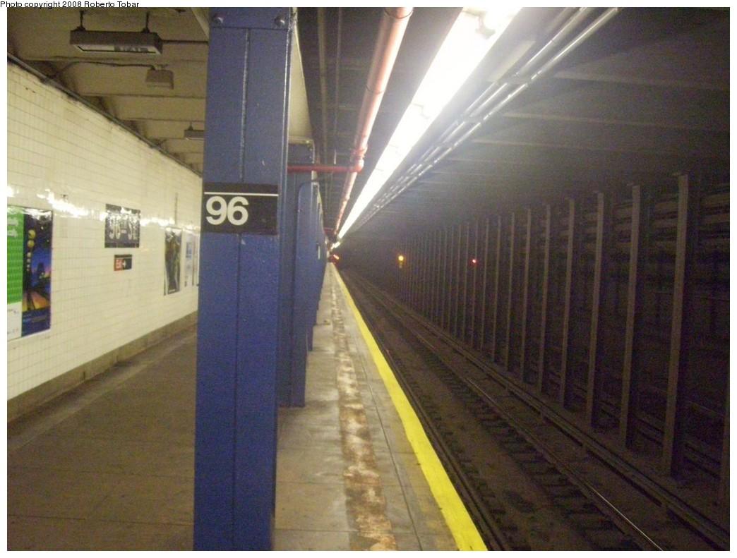 (195k, 1044x791)<br><b>Country:</b> United States<br><b>City:</b> New York<br><b>System:</b> New York City Transit<br><b>Line:</b> IND 8th Avenue Line<br><b>Location:</b> 96th Street<br><b>Photo by:</b> Roberto C. Tobar<br><b>Date:</b> 5/17/2008<br><b>Viewed (this week/total):</b> 1 / 3294
