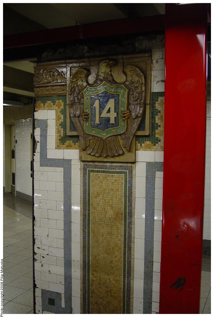 (177k, 705x1044)<br><b>Country:</b> United States<br><b>City:</b> New York<br><b>System:</b> New York City Transit<br><b>Line:</b> IRT East Side Line<br><b>Location:</b> 14th Street/Union Square<br><b>Photo by:</b> Filip Matuska<br><b>Date:</b> 6/13/2007<br><b>Artwork:</b> <i>Framing Union Square</i>, Mary Miss, 1998<br><b>Viewed (this week/total):</b> 3 / 2691