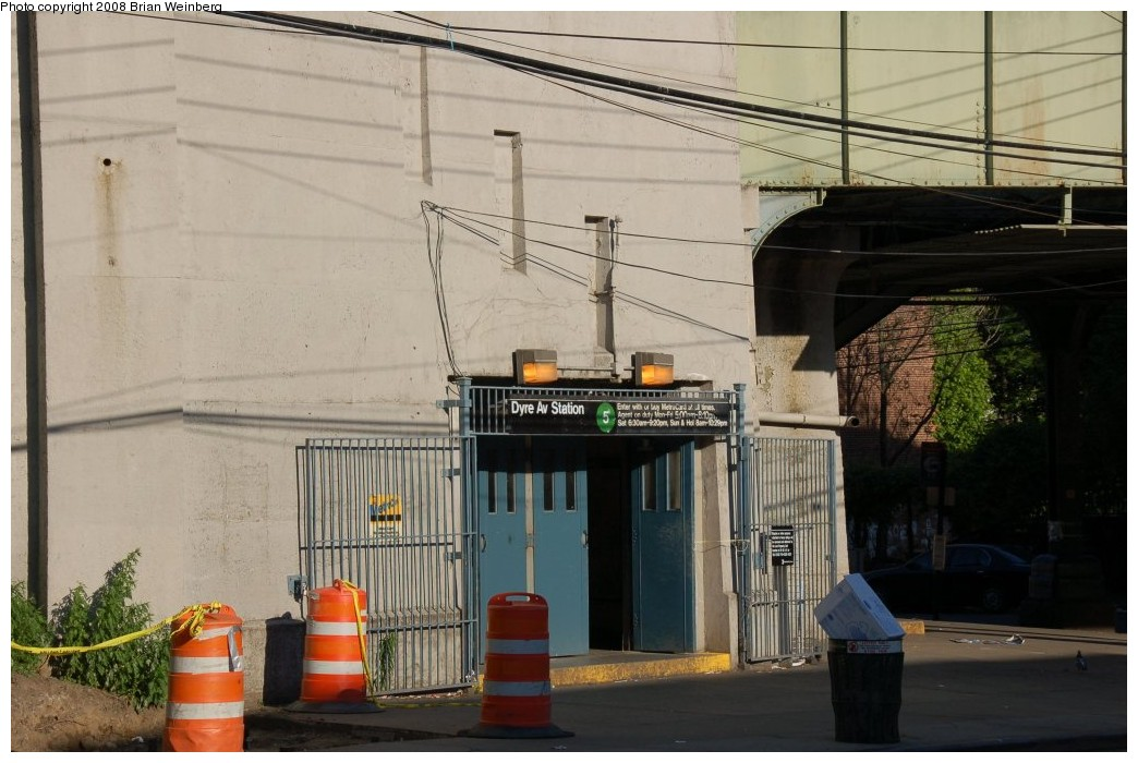 (236k, 1044x700)<br><b>Country:</b> United States<br><b>City:</b> New York<br><b>System:</b> New York City Transit<br><b>Line:</b> IRT Dyre Ave. Line<br><b>Location:</b> Dyre Avenue<br><b>Photo by:</b> Brian Weinberg<br><b>Date:</b> 5/25/2008<br><b>Viewed (this week/total):</b> 0 / 3366