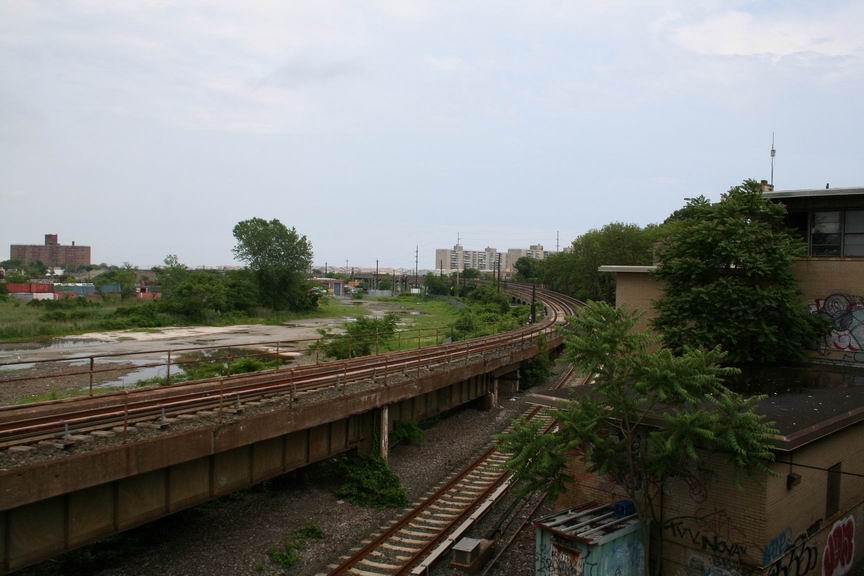 (78k, 864x576)<br><b>Country:</b> United States<br><b>City:</b> New York<br><b>System:</b> New York City Transit<br><b>Line:</b> IND Rockaway Line<br><b>Location:</b> Hammels Wye<br><b>Photo by:</b> Bill Demo<br><b>Date:</b> 6/16/2008<br><b>Notes:</b> View of Hammels Wye, heading to Rockaway Park.<br><b>Viewed (this week/total):</b> 0 / 3211