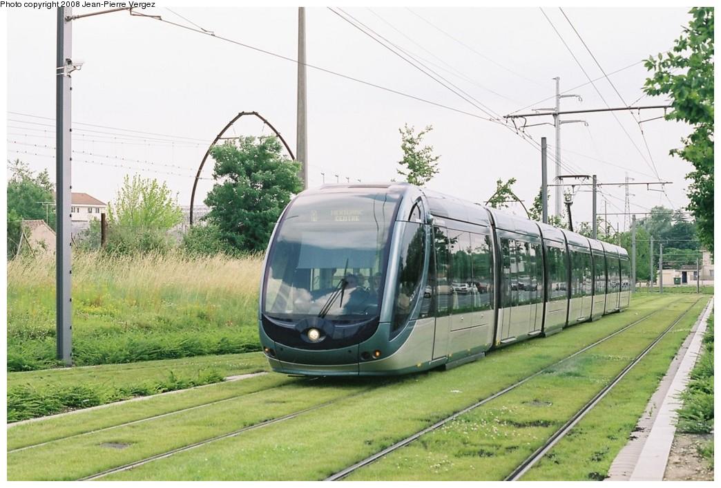 (202k, 1044x706)<br><b>Country:</b> France<br><b>City:</b> Bordeaux<br><b>System:</b> TBC (Trams et Bus de la CUB)<br><b>Car:</b> Citadis Type 402 (Alstom, 2002-2008) 2210 <br><b>Photo by:</b> Jean-Pierre Vergez<br><b>Date:</b> 6/11/2008<br><b>Notes:</b> Rue Marcelin Berthelot<br><b>Viewed (this week/total):</b> 0 / 571