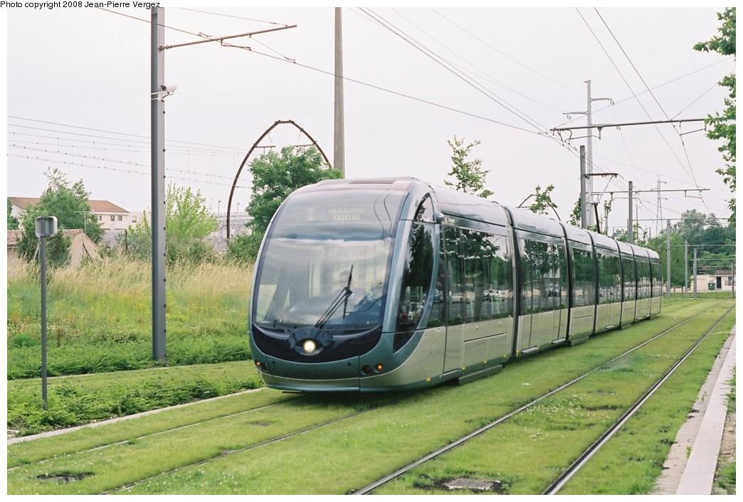 (189k, 1044x706)<br><b>Country:</b> France<br><b>City:</b> Bordeaux<br><b>System:</b> TBC (Trams et Bus de la CUB)<br><b>Car:</b> Citadis Type 402 (Alstom, 2002-2008) 2211 <br><b>Photo by:</b> Jean-Pierre Vergez<br><b>Date:</b> 6/11/2008<br><b>Notes:</b> Rue Marcelin Berthelot<br><b>Viewed (this week/total):</b> 1 / 752
