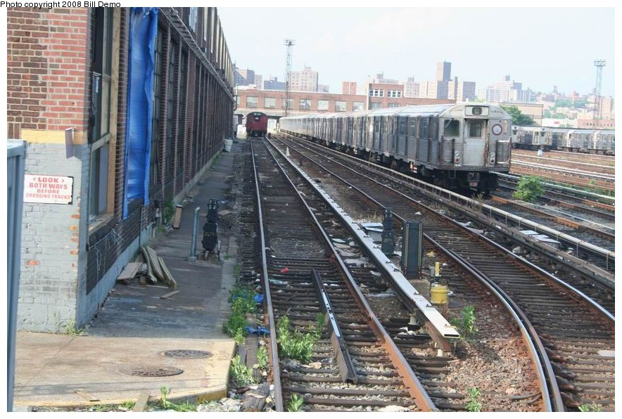 (193k, 884x596)<br><b>Country:</b> United States<br><b>City:</b> New York<br><b>System:</b> New York City Transit<br><b>Location:</b> 207th Street Yard<br><b>Car:</b> R-38 (St. Louis, 1966-1967)  <br><b>Photo by:</b> Pete Monty<br><b>Collection of:</b> Bill Demo<br><b>Date:</b> 6/16/2008<br><b>Viewed (this week/total):</b> 0 / 2318