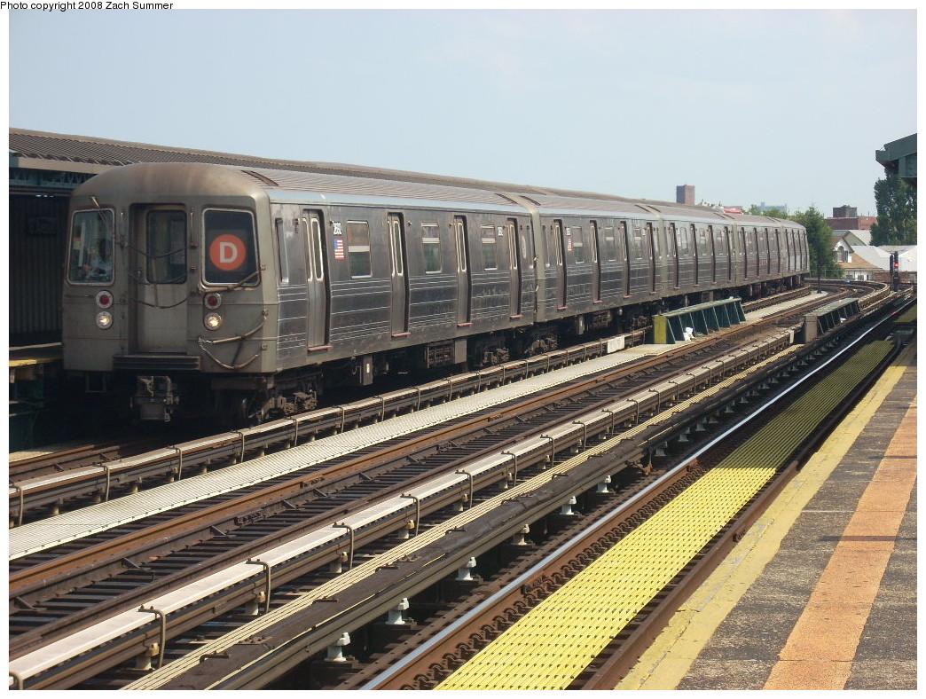 (309k, 1044x788)<br><b>Country:</b> United States<br><b>City:</b> New York<br><b>System:</b> New York City Transit<br><b>Line:</b> BMT West End Line<br><b>Location:</b> 18th Avenue<br><b>Route:</b> D<br><b>Car:</b> R-68 (Westinghouse-Amrail, 1986-1988) 2692 <br><b>Photo by:</b> Zach Summer<br><b>Date:</b> 6/30/2008<br><b>Viewed (this week/total):</b> 4 / 1883