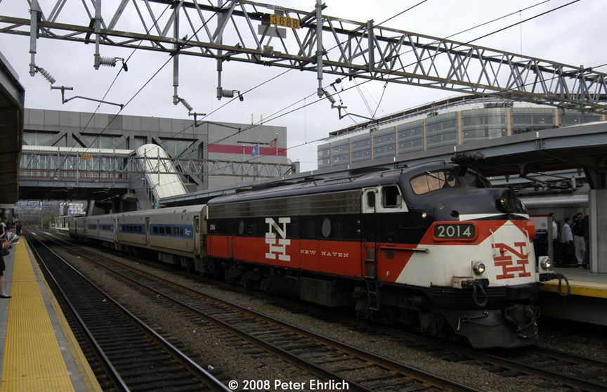 (201k, 864x558)<br><b>Country:</b> United States<br><b>System:</b> Metro-North Railroad (or Amtrak or Predecessor RR)<br><b>Line:</b> Metro North-New Haven Line<br><b>Location:</b> Stamford<br><b>Car:</b> MNRR/NH FL9 2014 <br><b>Photo by:</b> Peter Ehrlich<br><b>Date:</b> 7/22/2008<br><b>Notes:</b> This is the weekday morning Waterbury-to-Stamford service which started up recently.<br><b>Viewed (this week/total):</b> 0 / 1135