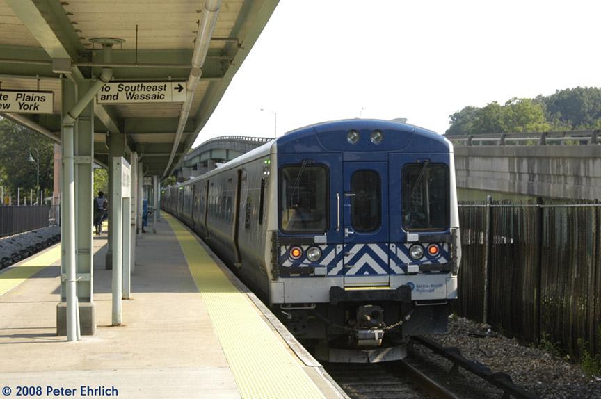 (164k, 864x574)<br><b>Country:</b> United States<br><b>System:</b> Metro-North Railroad (or Amtrak or Predecessor RR)<br><b>Line:</b> Metro North-Harlem Line<br><b>Location:</b> Golden's Bridge<br><b>Car:</b> MNRR M-7a EMU (Bombardier) 4256 <br><b>Photo by:</b> Peter Ehrlich<br><b>Date:</b> 7/22/2008<br><b>Viewed (this week/total):</b> 1 / 871