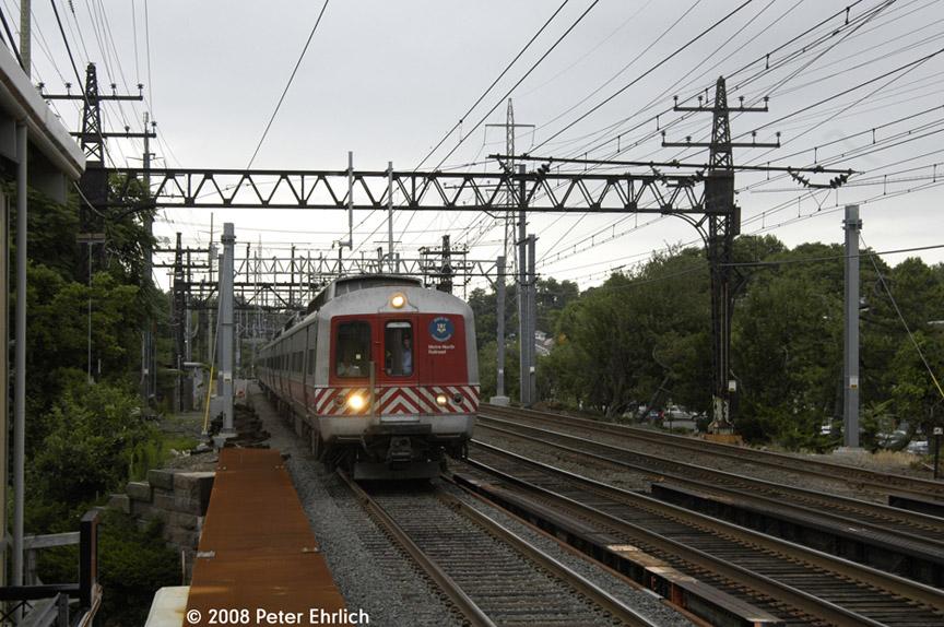(209k, 864x574)<br><b>Country:</b> United States<br><b>System:</b> Metro-North Railroad (or Amtrak or Predecessor RR)<br><b>Line:</b> Metro North-New Haven Line<br><b>Location:</b> Darien<br><b>Car:</b> MNRR M-2 EMU (GE/Vickers) 8515 <br><b>Photo by:</b> Peter Ehrlich<br><b>Date:</b> 7/22/2008<br><b>Notes:</b> Inbound.<br><b>Viewed (this week/total):</b> 1 / 914
