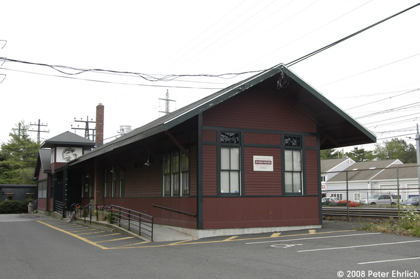 (142k, 864x574)<br><b>Country:</b> United States<br><b>System:</b> Metro-North Railroad (or Amtrak or Predecessor RR)<br><b>Line:</b> Metro North-New Haven Line<br><b>Location:</b> Noroton Heights<br><b>Photo by:</b> Peter Ehrlich<br><b>Date:</b> 7/22/2008<br><b>Notes:</b> Old Noroton Heights station.<br><b>Viewed (this week/total):</b> 1 / 765