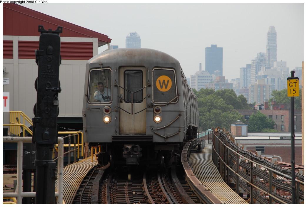 (212k, 1044x705)<br><b>Country:</b> United States<br><b>City:</b> New York<br><b>System:</b> New York City Transit<br><b>Line:</b> BMT Astoria Line<br><b>Location:</b> Queensborough Plaza<br><b>Route:</b> W<br><b>Car:</b> R-68A (Kawasaki, 1988-1989)  <br><b>Photo by:</b> Gin Yee<br><b>Date:</b> 7/30/2008<br><b>Viewed (this week/total):</b> 2 / 3066