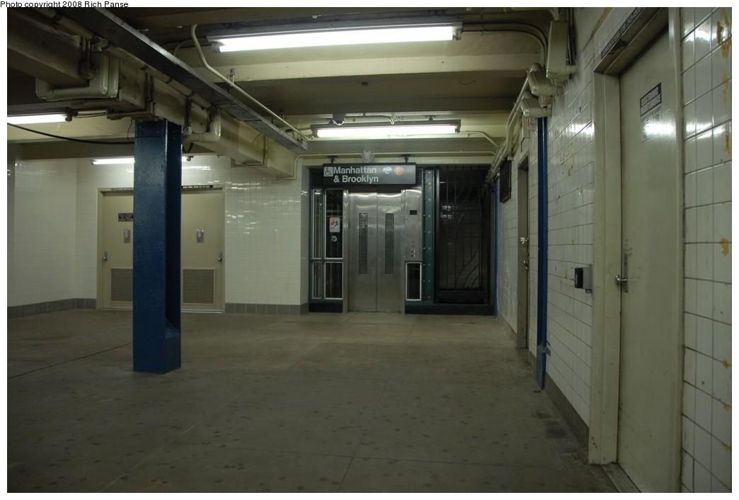 (156k, 1044x706)<br><b>Country:</b> United States<br><b>City:</b> New York<br><b>System:</b> New York City Transit<br><b>Line:</b> IND Queens Boulevard Line<br><b>Location:</b> Union Turnpike/Kew Gardens<br><b>Photo by:</b> Richard Panse<br><b>Date:</b> 8/2/2008<br><b>Notes:</b> Elevator mezzanine to westbound platform.<br><b>Viewed (this week/total):</b> 3 / 1608
