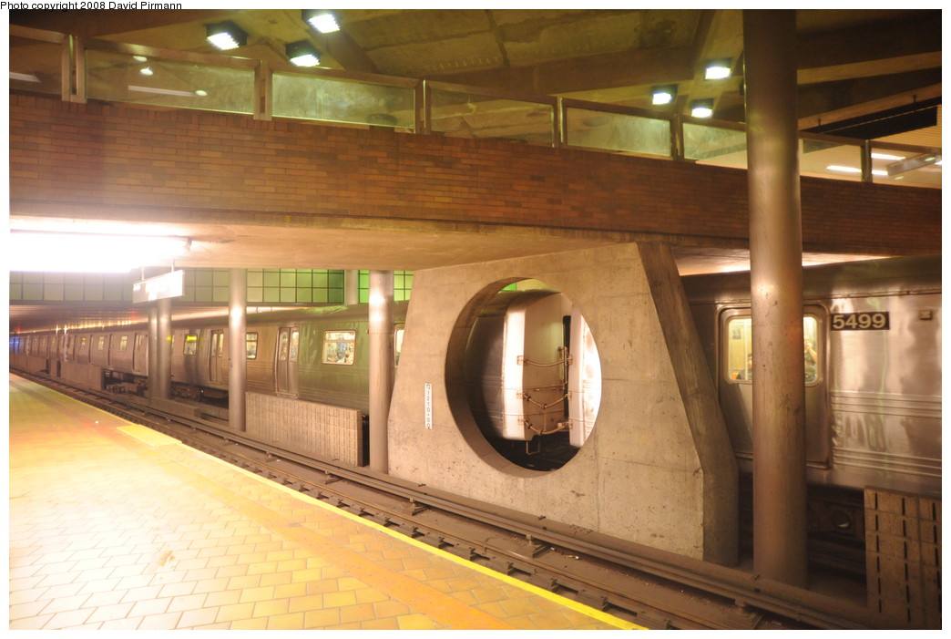 (236k, 1044x701)<br><b>Country:</b> United States<br><b>City:</b> New York<br><b>System:</b> New York City Transit<br><b>Line:</b> IND 63rd Street Line<br><b>Location:</b> 21st Street/Queensbridge<br><b>Photo by:</b> David Pirmann<br><b>Date:</b> 8/27/2008<br><b>Viewed (this week/total):</b> 2 / 2241