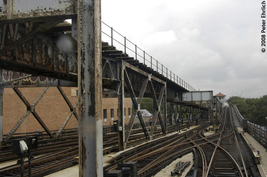 (205k, 930x618)<br><b>Country:</b> United States<br><b>City:</b> New York<br><b>System:</b> New York City Transit<br><b>Line:</b> IRT Flushing Line<br><b>Location:</b> 111th Street<br><b>Photo by:</b> Peter Ehrlich<br><b>Date:</b> 9/28/2008<br><b>Notes:</b> Yard leads and structure near 111th Street Station.<br><b>Viewed (this week/total):</b> 0 / 2423
