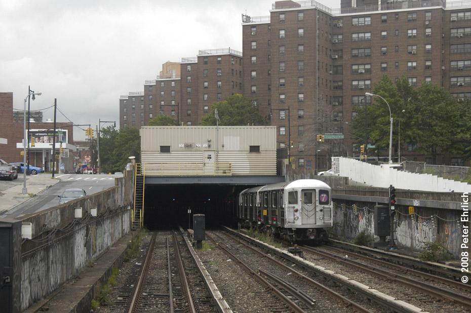 (211k, 930x618)<br><b>Country:</b> United States<br><b>City:</b> New York<br><b>System:</b> New York City Transit<br><b>Line:</b> IRT Flushing Line<br><b>Location:</b> Main St. Tunnel Portal<br><b>Route:</b> 7<br><b>Car:</b> R-62A (Bombardier, 1984-1987) 1656 <br><b>Photo by:</b> Peter Ehrlich<br><b>Date:</b> 9/28/2008<br><b>Notes:</b> Approaching Main Street Flushing outbound, trailing view.<br><b>Viewed (this week/total):</b> 3 / 4725