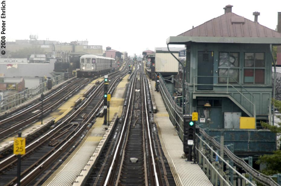 (207k, 930x618)<br><b>Country:</b> United States<br><b>City:</b> New York<br><b>System:</b> New York City Transit<br><b>Line:</b> IRT Flushing Line<br><b>Location:</b> 69th Street/Fisk Avenue<br><b>Route:</b> 7<br><b>Car:</b> R-62A (Bombardier, 1984-1987) 1686 <br><b>Photo by:</b> Peter Ehrlich<br><b>Date:</b> 9/28/2008<br><b>Notes:</b> 69 Street-Fisk Avenue, inbound train.<br><b>Viewed (this week/total):</b> 4 / 2583