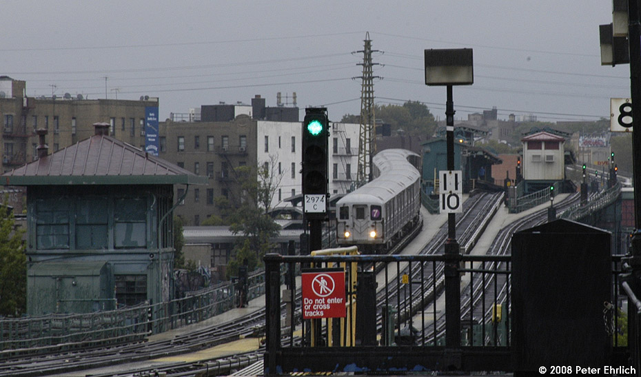 (182k, 930x547)<br><b>Country:</b> United States<br><b>City:</b> New York<br><b>System:</b> New York City Transit<br><b>Line:</b> IRT Flushing Line<br><b>Location:</b> 61st Street/Woodside<br><b>Route:</b> 7<br><b>Car:</b> R-62A (Bombardier, 1984-1987) 2006 <br><b>Photo by:</b> Peter Ehrlich<br><b>Date:</b> 9/28/2008<br><b>Notes:</b> Leaving 61 St-Woodside outbound.  View from 69th Street.<br><b>Viewed (this week/total):</b> 6 / 2149