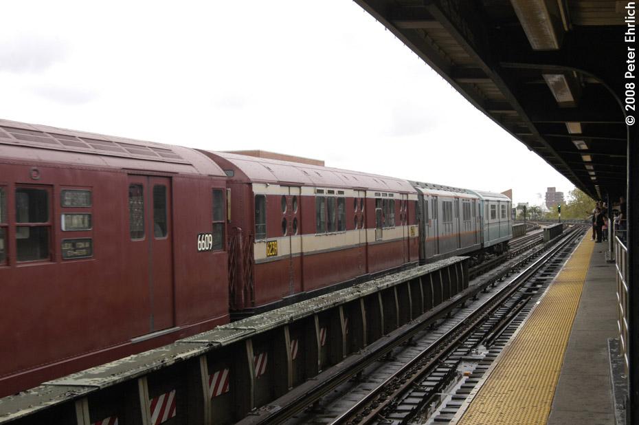 (166k, 930x618)<br><b>Country:</b> United States<br><b>City:</b> New York<br><b>System:</b> New York City Transit<br><b>Line:</b> IRT Flushing Line<br><b>Location:</b> 46th Street/Bliss Street<br><b>Route:</b> Museum Train Service (7)<br><b>Car:</b> R-15 (American Car & Foundry, 1950) 6239 <br><b>Photo by:</b> Peter Ehrlich<br><b>Date:</b> 9/28/2008<br><b>Notes:</b> 46 St-Bliss Street outbound.<br><b>Viewed (this week/total):</b> 4 / 1645