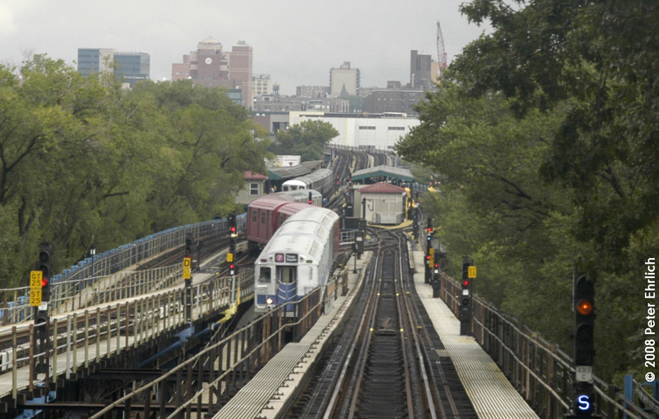 (206k, 930x591)<br><b>Country:</b> United States<br><b>City:</b> New York<br><b>System:</b> New York City Transit<br><b>Line:</b> IRT Flushing Line<br><b>Location:</b> Willets Point/Mets (fmr. Shea Stadium)<br><b>Route:</b> Museum Train Service (7)<br><b>Car:</b> R-33 Main Line (St. Louis, 1962-63) 9010 <br><b>Photo by:</b> Peter Ehrlich<br><b>Date:</b> 9/28/2008<br><b>Notes:</b> Pulling in from Willets Point Blvd. Station.<br><b>Viewed (this week/total):</b> 3 / 2933